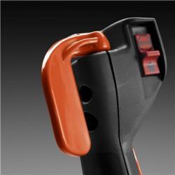 Ar īkšķi darbināma gāzes svira Ar īkšķi darbināma gāzes svira efektīvai un precīzai kontrolei. Samazina slodzi uz rokas muskuļiem.