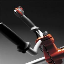Regulējams rokturis Regulējams un ergonomiski veidots rokturis ērtākai lietošanai.