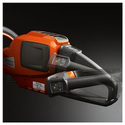 Adjustable rear handle The rear handle is adjustable to facilitate cutting the sides and top of hedges.