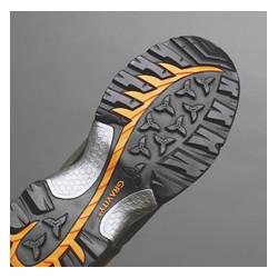 Gravity® Zole Eļļas izturīgas zoles ar perfektu saķeri. Trieciena absorbcija un polsterējums augsta komforta nodrošināšanai.