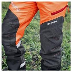 Pastiprinājumi uz ceļgaliem Apģērba ceļgalu daļas ir pastiprinātas, lai izturētu lielu slodzi un apģērbu varētu valkāt ilgāk.