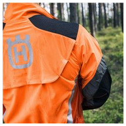Вентиляционные карманы. Вентиляционный карман в нижней части спины для лучшей вентиляции.