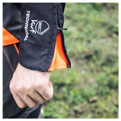 Zipper closure at end of sleeves Size can easily be adjusted depending on user, gloves used, etc.