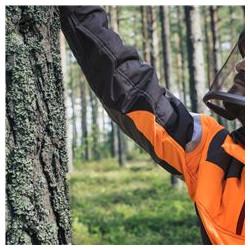 Piedurknes ir šūtas no elastīga auduma, ļaujot droši, brīvi un ērti kustēties.