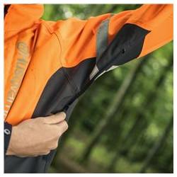 Вентиляционные молнии под рукавами куртки для контроля воздушного потока.