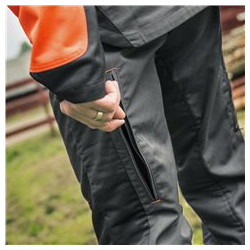 The ventilation zippers at the back of the legs let you adjust the airflow. Keeping the user comfortable at all times.