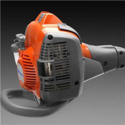 Защита от ударов снизу Защита от ударов сзади предотвращает износ и повреждение двигателя.
