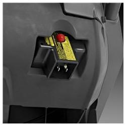 Elektriskais starteris Pieslēdziet barošanas kontaktligzdai un iedarbiniet dzinēju, nospiežot pogu. Ja dzinējs ir silts, to var viegli iedarbināt ar roktura starteri.