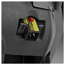 Electric starter Connect to a power outlet and start the engine by pressing a button. When the engine is warm, it's easy to get going with the starter handle.