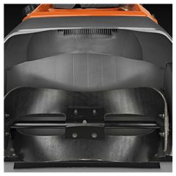 Efektīvs gumijas šneks Gumijas šneks efektīvi un saudzīgi darbojas uz visa veida cietām virsmām, un tā griešanās ātrums padara sniega metēju par daļēji pašgājēju.