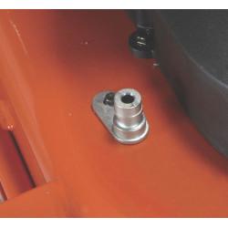 Штуцер для поливочного шланга Подсоедините водяной шланг к штуцеру, чтобы быстро очистить деку с внутренней стороны