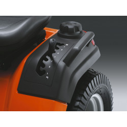 Easy accessible cutting height adjustment for improved ergonomics. The spring-assisted cutting deck makes adjustment easier.