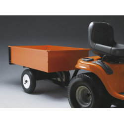 A wide range of accessories makes our tractors versatile and useful all year round. They can be fitted with trailers, snow blades, brushes and more.