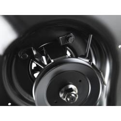Jaudīga gaisa plūsma Ventilētā Air Induction sistēma apgādā griešanas mehānismu ar papildus spēcīgu gaisa virpuli, tāpēc zāles pļaušanai un zāles un lapu vākšanai ir izcils izpildījums.