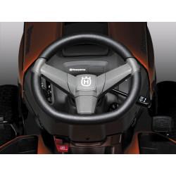 Эргономичное рулевое колесо Удобное рулевое колесо установлено под углом, обеспечивая более комфортное рабочее положение оператора.