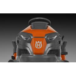 Ciets tērauda motora pārsegs, kas nodrošina samazinātu krāsas izbalēšanu salīdzinājumā ar plastmasu.