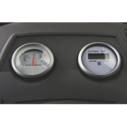 Deluxe mērierīces Ampermetrs un stundu skaitītājs, lai uzrādītu uzlādes sistēmas statusu un darba stundas.