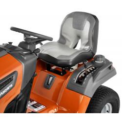 Šūts Deluxe sēdeklis, kas pārvilkts ar vinila materiālu. Īpaši biezs polsterējums lielākam komfortam un braukšanas kvalitātei.