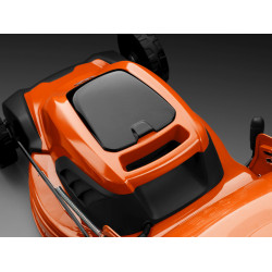 Viegli pacelšanas rokturi priekšpusē un aizmugurē, vieglākai iecelšanai automašīnā vai nešanai pa pagraba kāpnēm.