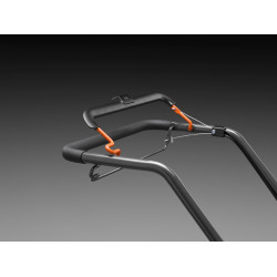 Ergonomic handle bar The ergonomic angle of the handle bar in combination with easy to reach bail arms makes operation easier.