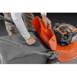 Easy-to-handle collector The ergonomically designed collector is solid, compact and equipped with a dust blocker bag. It is easy to remove, empty and replace thanks to the wide opening and the support handle on top of the collector.