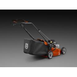 Īpaši liels savācējgrozs Efektīvs un ietilpīgs putekļus aizturošs savācējgrozs, tīrākam un ērtākam operatora darbam.