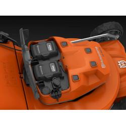 Divas akumulatoru vietas Nepārtraukta braukšana ar diviem akumulatoriem nozīmē ilgāku darbības laiku un efektīvāku pļaušanu