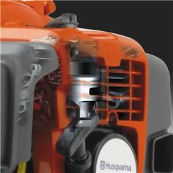 Двигатель X-Torq® Двигатель с технологией X-Torq® снижает количество вредных выбросов на 75% и на 20% экономит топливо.