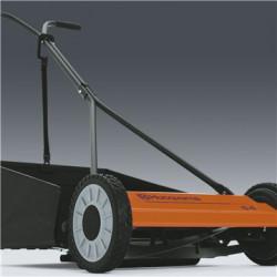 Savācējs pieejams kā aksesuārs Viegli uzstādāms savācējs, kas pēc pļaušanas nodrošinās zālājam vēl labāku izskatu.
